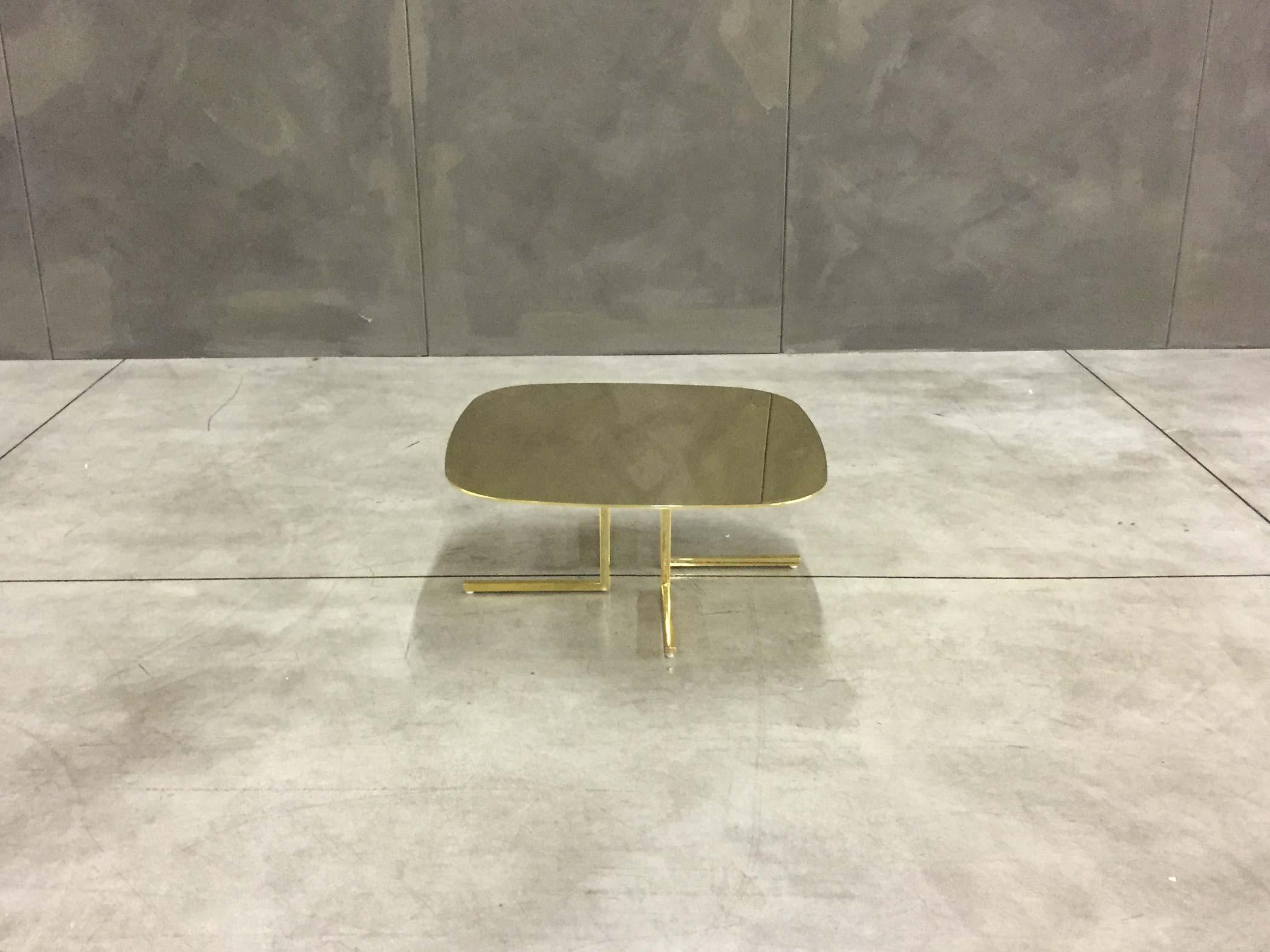 Tavolino design metallo oro lucido elle elle for Divani a elle misure